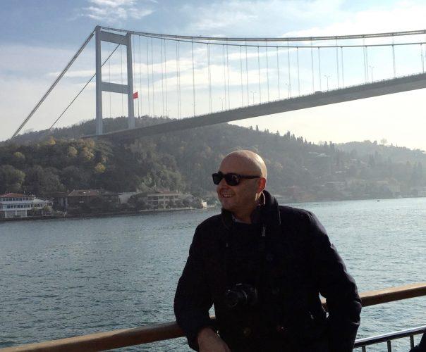 Bajo el puente del bósforo